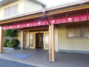 当館外観 三方五湖のふもとにある日本旅館です。