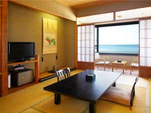 *客室一例/全室バス・トイレ完備、日本海を臨む和室のお部屋です。