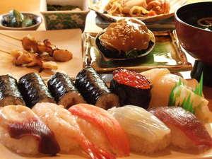 当ホテルから徒歩30秒!「さかえ寿司」破格の値段でこのボリューム。当館限定のメニューは見逃せない!