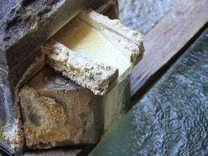 名湯 『 白旗の湯 』 は、草津地域でも10宿でしかお楽しみいただけない希少温泉。