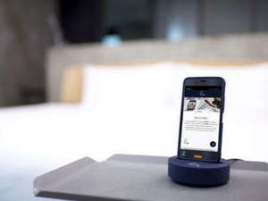8月1日に全室導入。客室無料携帯がご利用いただけます。