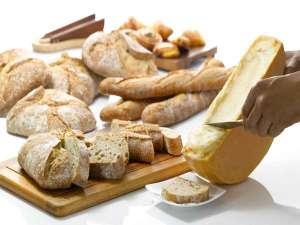 ラクレットチーズ パンの上に乗せてとろける味わいに