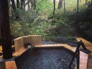 *[マグマの湯/露天風呂]六角形の形の露天風呂はもちろん天然硫黄泉が溢れます。湯気が恋しい