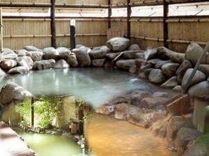 ◆温泉露天風呂。日ごと異なる趣きの湯に大自然の息吹を感じて。