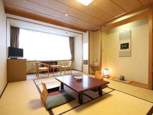 ◇和室8畳客室:和室と広縁、トイレ付のお部屋です。