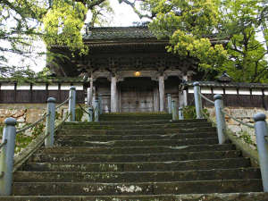 1200年の歴史を誇る大乗寺の目前に当館がございます。
