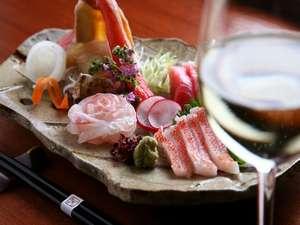 季節のお造りは、白ワインと合わせてお召し上がりいただくのもおすすめです。