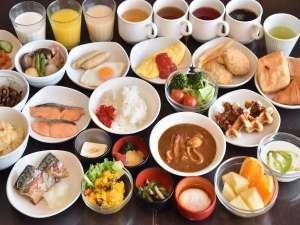 ◆朝食は和洋バイキング、名物海鮮カレー、焼きたてオムレツやワッフルが大人気。6:30~9:30(LO9:00)