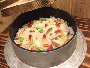 ◆御当地メニューはホッキの炊き込みご飯