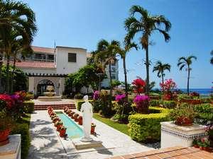 眩いお日様の光に包まれ色鮮やかなお花に囲まれたパティオで南欧リゾートを満喫頂けます
