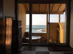 【露天風呂付客室】わんちゃんと掛け流し温泉が楽しめます