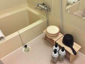 浴室スペースは一般住宅と同等クラス。シャンプー・リンス・コンディショナー揃えています。