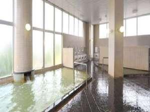 【大浴場】源泉100%掛け流しの湯量豊富な温泉はクチコミでも高評価をいただいております。