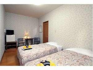 洋室(天井が高くぐっすりと眠りにつけます。)