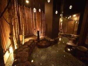 天然温泉「灯の湯」男性大浴場「外気浴」