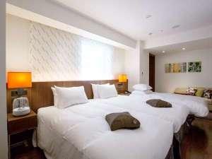 スーペリアツイン/部屋によってベッドの配置が異なります。3名の場合はエキストラベッド設置