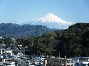 【景観】12階客室から観た富士山。(上記画像は冬季に撮影したものです。夏~初秋は雪がございません。)