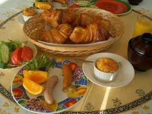 朝食のクロワッサン