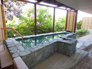 【露天風呂】   秘境 祖谷温泉からの運び湯を使用