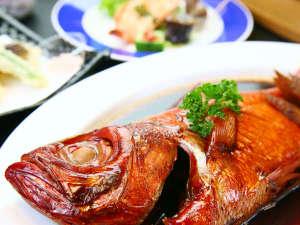 中までしっかり味の染み渡った金目鯛の煮付けです。*