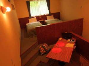 広々客室は約45㎡。こちらは2Fダイニングとベッドルーム。