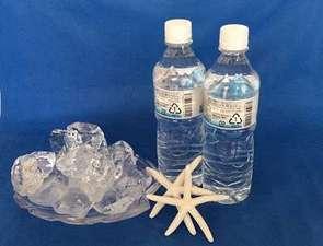 入室時に割氷1㎏入を1組のお客様に1袋、500mlの水を1人1本プレゼント(イメージ画像)