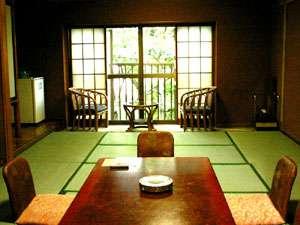 【禁煙】和室9畳のお部屋(一例)。畳のお部屋で足を伸ばしてのんびりと!
