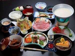 上州の地場産を中心とした和食膳(もち豚の豆乳鍋が人気)