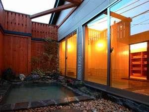 湯畑源泉を使用した露天風呂は稀少です