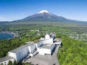 富士山と湖を望むリゾート ホテルマウント富士の画像