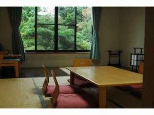 お部屋は、全て禁煙和室12畳のお部屋となっております。