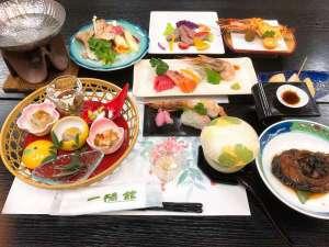 夕食の一例です。出来るだけ、地元の食材と手料理に心がけております。