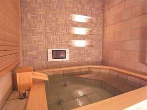 いつでも入浴可能な温泉付き客室(一部)。アメニティは全室ロクシタンをご用意しております。