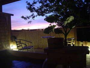 掛け流し露天風呂☆夕暮れの美しい空や自然と共にゆっくりお過ごしください