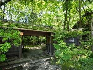 【外観】黒川温泉の中心地にありながらも一歩門をくぐると…静かに流れる時間を愉しむ大人のための空間です