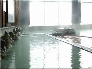 川湯温泉格安宿泊案内 川湯ホテルプラザ 自慢の大浴場は自家源泉。草津・玉川にも匹敵する酸性緑礬明礬泉を温度別の浴槽でお楽しみ下さい。