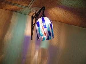 各階異なる美しいランプの光