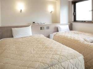 ベッドは高密度スプリングを採用。沈み込みが少なく快適な眠りをお届けします