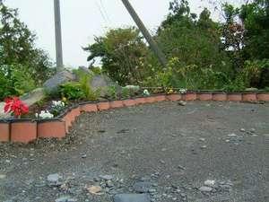 ペンションのお庭の手作り花壇