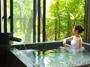 【名湯を堪能】全て源泉かけ流しのお風呂。とめどなくあふれる源泉の湯力を実感・・・。