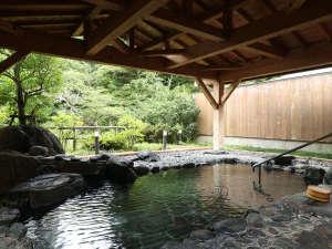 開放感あふれる露天風呂は季節に応じて様々な表情を眺めながら日頃の疲れを癒してくれます