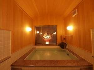 ホテルのユニバスでは何か一味足りません。青森ヒバ風呂でヒノキの香りに包まれ旅の疲れを癒して下さい。