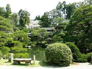 日本庭園の美と自然の悠に満たされた長楽園の庭園。