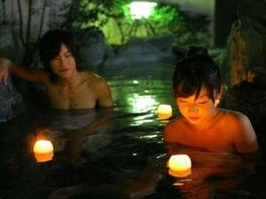 ゆったりとした貸切露天風呂で星空を眺めながら美人湯を堪能