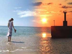 時間とともに移ろう美しいビーチへは徒歩30秒