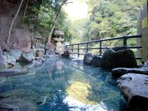 大阪の紅葉スポット近くの温泉宿・紅葉露天のある宿府 摂津峡花の里温泉 山水館