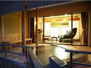 当館でも人気の高い天橋立を望む露天風呂付客室