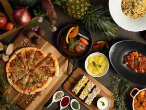 夕食バイキングは和食洋食ご当地メニューなどバライティ豊かにご用意しております。