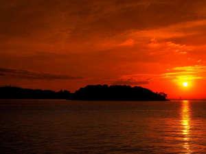 海を真っ赤に染める夕陽が格別です!三河湾の雄大な景色をお楽しみください。
