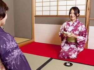 【お抹茶体験】 大浴場横のこのスペースでは抹茶を提供しております。